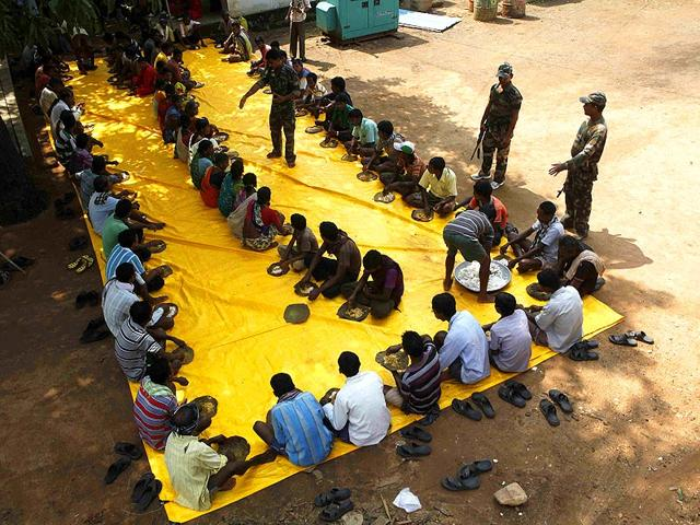Cops-provided-lunch-for-villagers-who-walked-long-distances-to-vote-in-Lahiri-Gadchiroli-Anshuman-Poyrekar-HT-photo