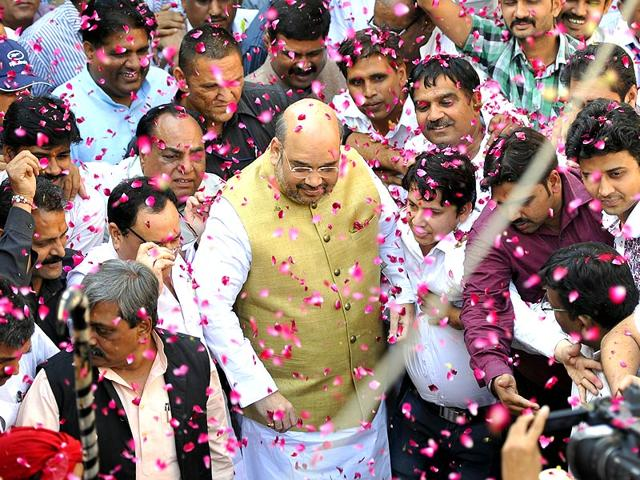 BJP national president Amit Shah being welcomed by supporters after the election results of Haryana and Maharashtra at the BJP Headquarters in New Delhi. (HT Photo)