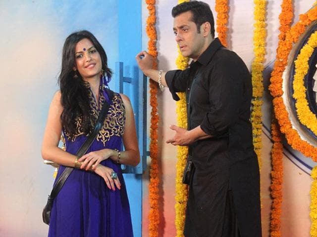 Natasa Stankovic celebrates Diwali with Salman Khan inside the Bigg Boss house.