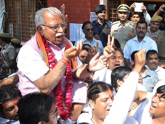 Manohar-Lal-Khattar-along-with-his-supporters-celebrates-his-win-in-Karnal-assembly-constituency-in-Haryana-HT-Photo