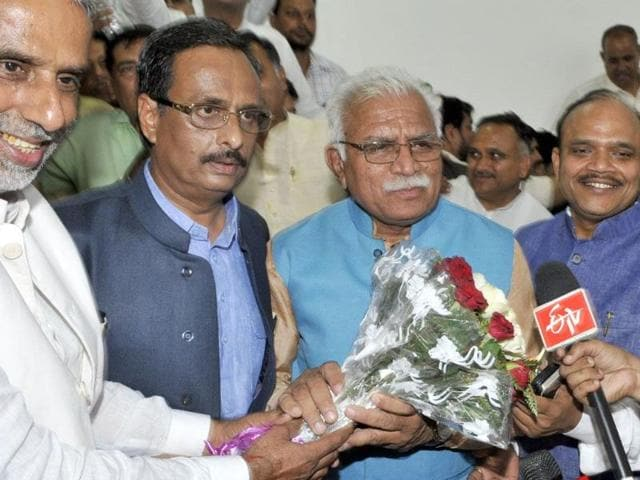 BJP-leaders-offering-flowers-to-Manohar-Lal-Khattar-after-he-was-elected-as-the-New-chief-minister-of-Haryana-after-press-briefing-at-UT-guest-house-in-Chandigarh-on-Tuesday-Gurpreet-Singh-HT