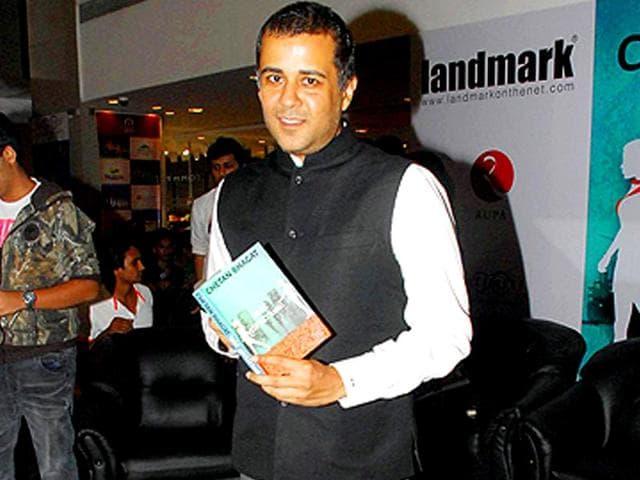 Chetan-Bhagat-during-the-launch-of-his-new-book-Half-Girlfriend-in-Mumbai-Photo-IANS
