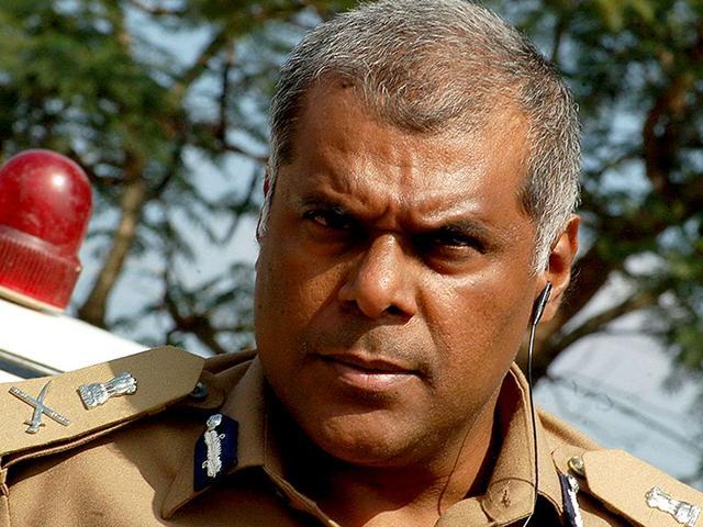 Ashish Vidyarthi,Policeman,Set