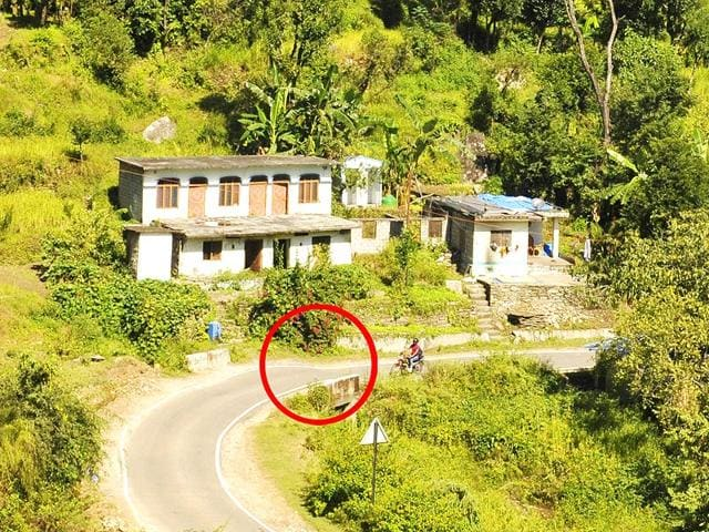 The-bigger-house-in-the-picture-has-been-abandoned-by-its-owner-after-the-land-sink-The-road-in-front-of-the-houses-shows-the-sink-HT-photo