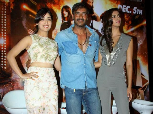 Ajay-Devgn-flanked-by-two-lovely-ladies-Yami-Gautam-and-Manasvi-Mamgai-Photo-AFP