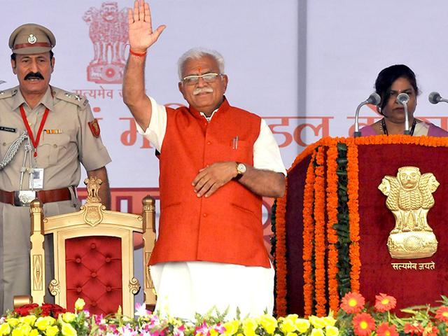 Manohar-Lal-Khattar-Haryana-s-new-chief-minister-waves-to-the-crowd