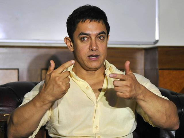 Aamir Khan gestures at a press conference. (Photo by Mujeeb Faruqui/ HT)