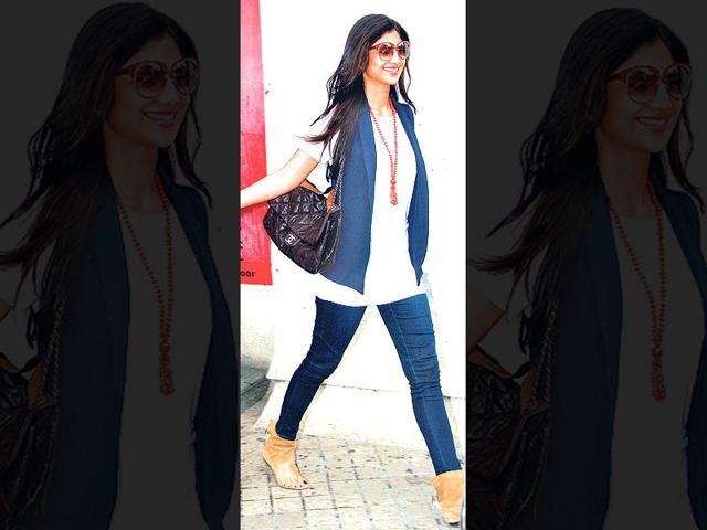 Shilpa-Shetty-spotted-at-a-movie-theatre-in-Mumbai-Photos-Yogen-Shah