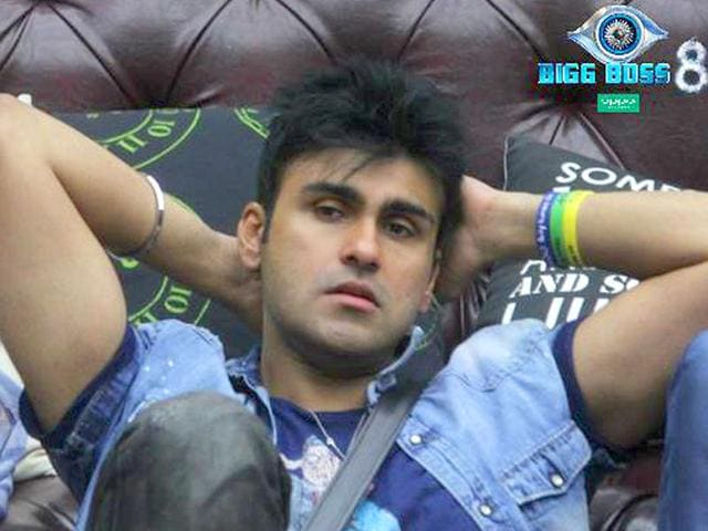 Even-as-Puneet-Issar-played-the-grandad-on-the-show-making-the-kids-Karishma-and-Gautam-kiss-and-forgive-he-broke-down-into-tears