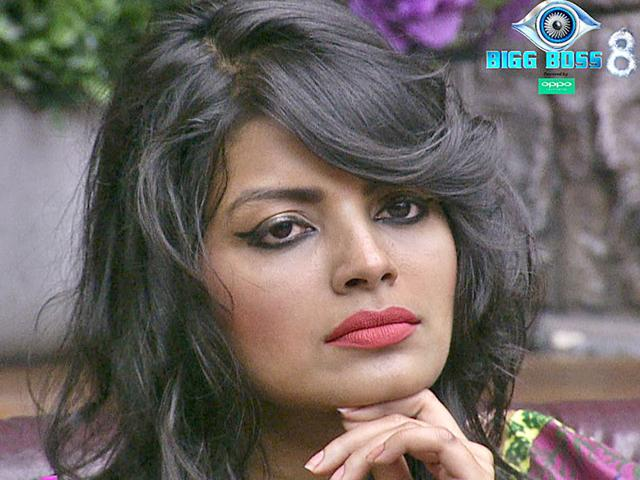Bigg Boss 8: Sonali ditches Upen and rewards Dimpy