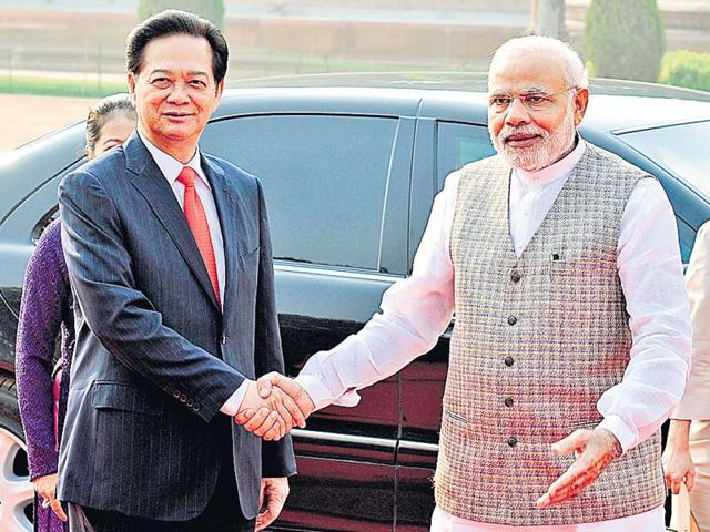 Prime-Minister-Narendra-Modi-with-his-Vietnamese-counterpart-Nguyen-Tan-Dung-at-the-Rashtrapati-Bhavan-in-Delhi-Sonu-Mehta-HT-Photo