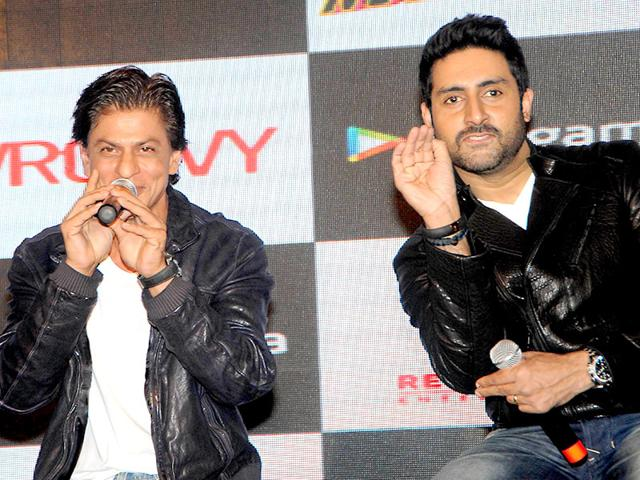 "Shah Rukh Khan and Abhishek Bachchan attend a promotional event for the mobile game of Hindi film ""Happy New Year"" in Mumbai on October 27, 2014. (AFP Photo)"