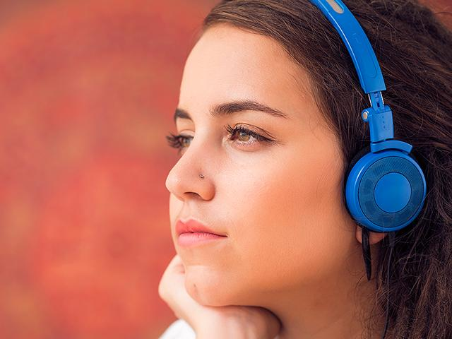 Listening-to-sad-music-can-evoke-peacefulness-and-tenderness-in-you-Photo-Shutterstock