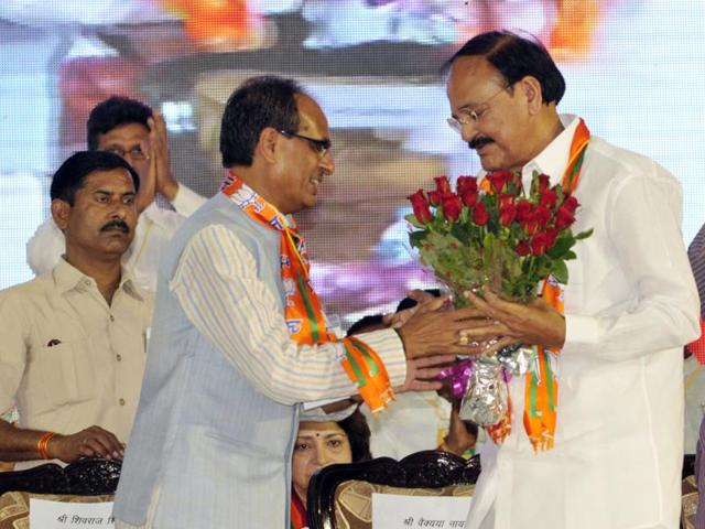 Chief-minister-Shivraj-Singh-Chouhan-welcomes-Union-minister-Venkaiah-Naidu-at-MP-BJP-Workers-Convention-in-Bhopal-on-Thursday-Praveen-Bajpai-HT-photo