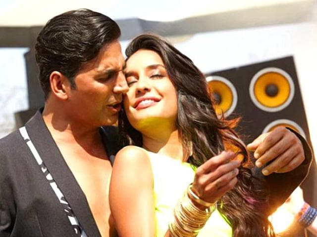 Akshay-Kumar-with-co-star-Michelle-in-a-still-from-a-song-in-The-Shaukeens