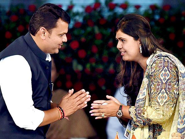 Maharashtra-chief-minister-Devendra-Fadnavis-exchanges-greetings-with-Pankaja-Munde-at-his-swearing-in-ceremony-in-Mumbai-PTI-photo