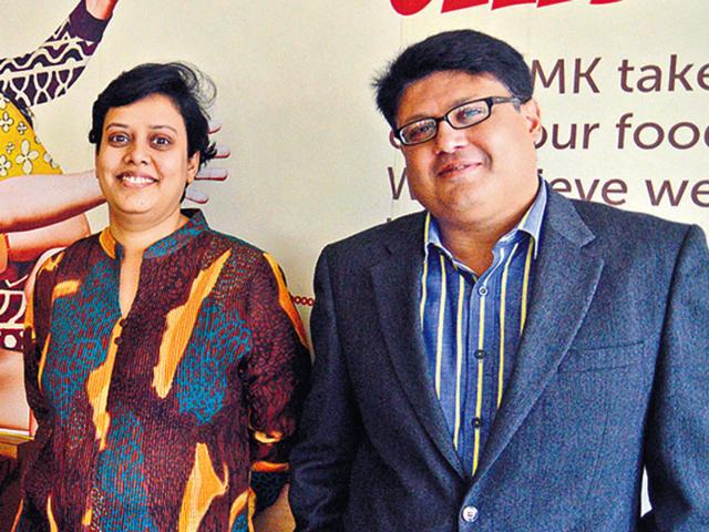 Pallavi-Gupta-and-Gaurav-Jain-at-Mast-Kalandar-Kashif-Masood-HT-Photo