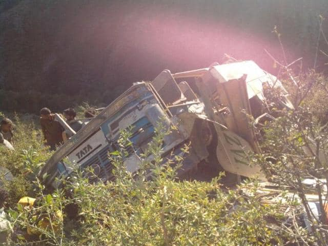 Satara,bus accident,Mumbai-Bangalore highway