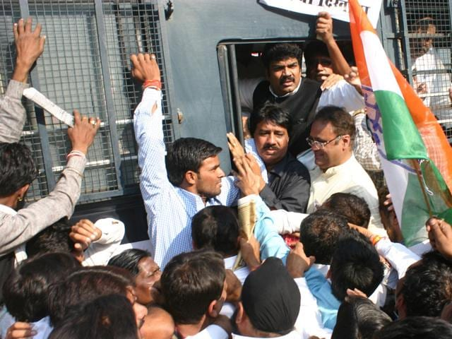 President-of-MP-Congress-Arun-Yadav-and-other-party-workers-arrested-in-Bhopal-on-Saturday-after-they-began-a-march-towards-CM-House-demanding-a-CBI-probe-into-PEB-scam-HT-photo
