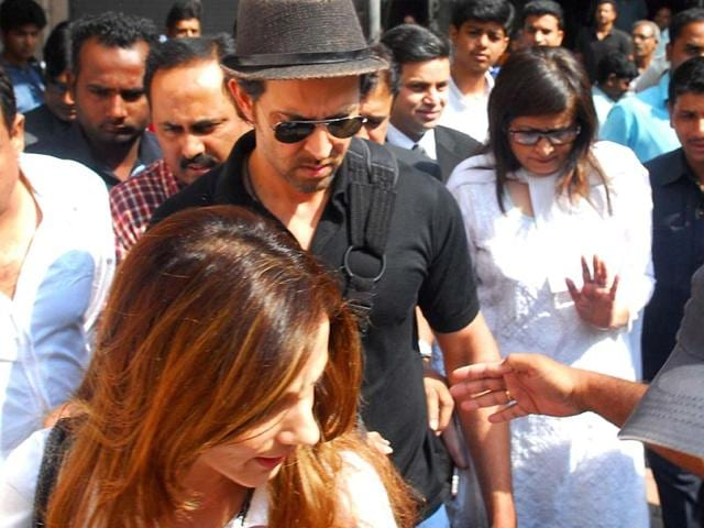 Hrithik-Roshan-with-his-wife-Sussanne-Khan-leaving-the-Bandra-family-court-after-they-were-granted-divorce-in-Mumbai-on-Nov-1-2014-Photo-Sandeep-Mahankal-IANS