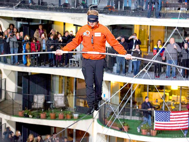 Nik-Wallenda-walking-across-the-Chicago-skyline-blindfolded-for-Discovery-Channel-s-Skyscraper-Live-with-Nik-Wallenda-on-Sunday-AP-Photo