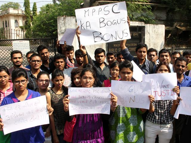 Students-who-took-the-MPPSC-preliminary-exam-protest-against-the-decision-to-grant-bonus-marks-in-lieu-of-wrong-questions-in-Indore-on-Wednesday-Arun-Mondhe-HT-photo
