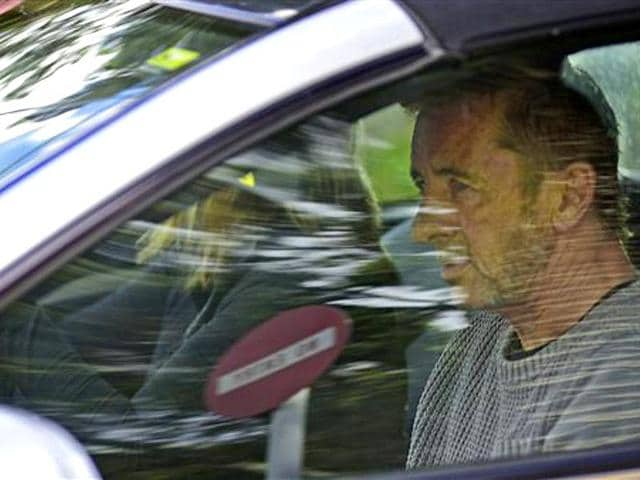 Phil-Rudd-reaches-the-court-in-New-Zealand-AP