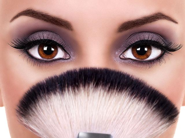 Attractive-eye-make-up-really-can-do-wonders-and-lift-any-look-Shutterstock