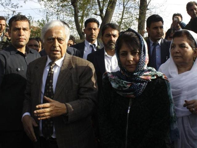 PDP-s-patron-Mufti-Mohmmad-Sayeed-with-his-daughter-Mehbooba-Mufti