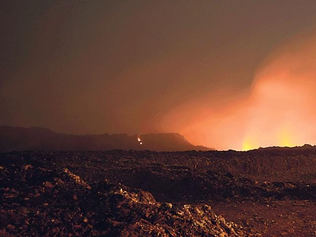 A-view-of-the-burning-Bhanpur-landfill-site-during-night-hours-HT-photo