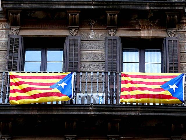 Pro-Catalan-independence-flags-known-as-the-Estelada-hang-from-a-balcony-in-central-Barcelona-Catalans-participated-in-a-symbolic-independence-vote-November-9-Reuters