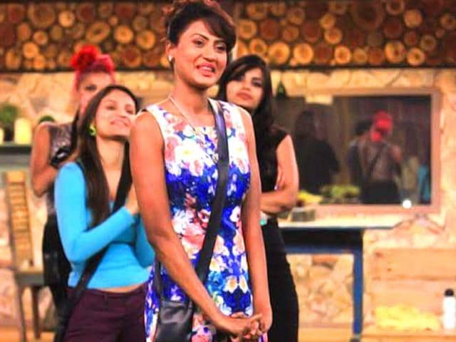 Nigaar-Khan-surprises-contestants-on-Bigg-Boss-8-as-the-latest-wild-card-entry