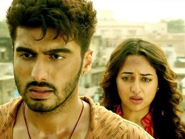 Boney-Kapoor-poses-with-Sonakashi-Sinha-and-Arjun-Kapoor-at-the-trailer-launch-of-film-Tevar-in-Mumbai-on-10-Nov-2014-Photo-IANS