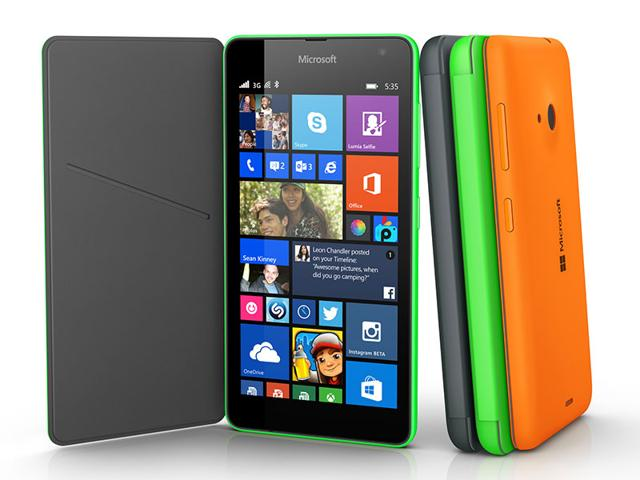 A-Nokia-Lumia-820-smartphone-with-Microsoft-logos-on-the-screen-shown-in-a-photo-illustration-Reuters-Photo