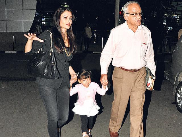 Aishwarya doesn't leave Aaradhya alone even during the shoot of Jazbaa