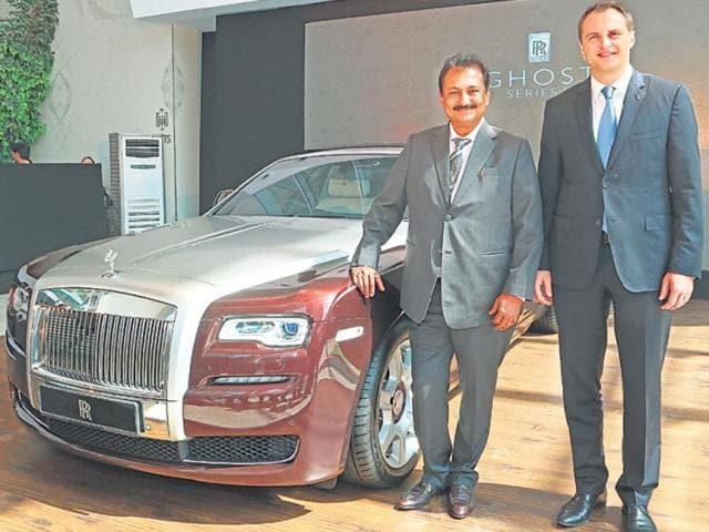 Sharad-Kachalia-director-marketing-Navnit-Motors-with-Sven-Ritter-FM-Asia-Pacific-Rolls-Royce-in-Mumbai