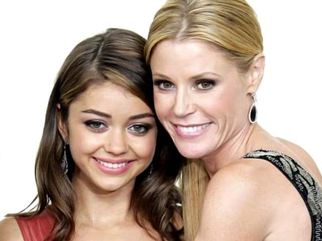 Sarah-Hyland-and-Julie-Bowen-AP-Photo