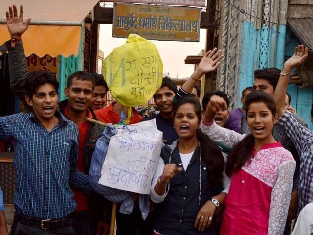 ABVP-members-in-Aligarh-protest-against-the-vice-chancellor-of-Aligarh-Muslim-University-AMU-Lieutenant-General-Retd-Zameer-Uddin-Shah-Manoj-Aligadi-HT-Photo