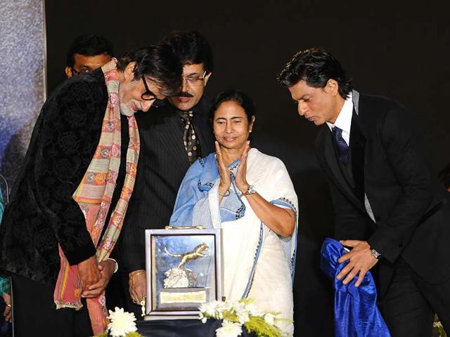 Amitabh-Bachchan-Shah-Rukh-Khan-and-Mamata-Banerjee-at-Netaji-Indoor-Stadium-Kolkata-HT-Photo