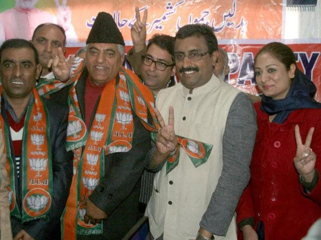 BJP-general-secretary-Ram-madhav-with-congrtess-leaders-who-joined-BJP-in-srinagar-on-Tuesday-PTI