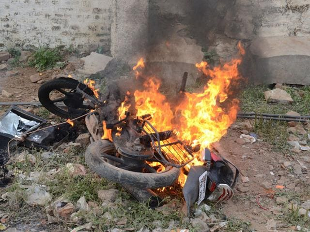 A-vehicle-set-on-fire-by-some-candidates-of-Army-recruitment-test-in-Gwalior-on-Wednesday-HT-photo