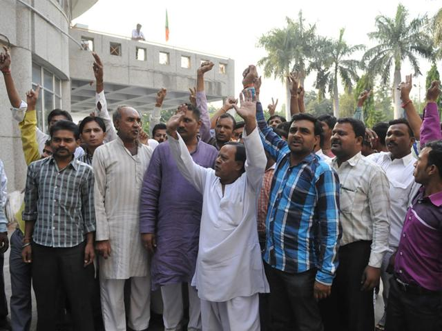 BJP-workers-from-Khujner-stage-demonstration-at-BJP-headquarters-in-Bhopal-on-Wednesday-Mujeeb-Faruqui-HT-photo