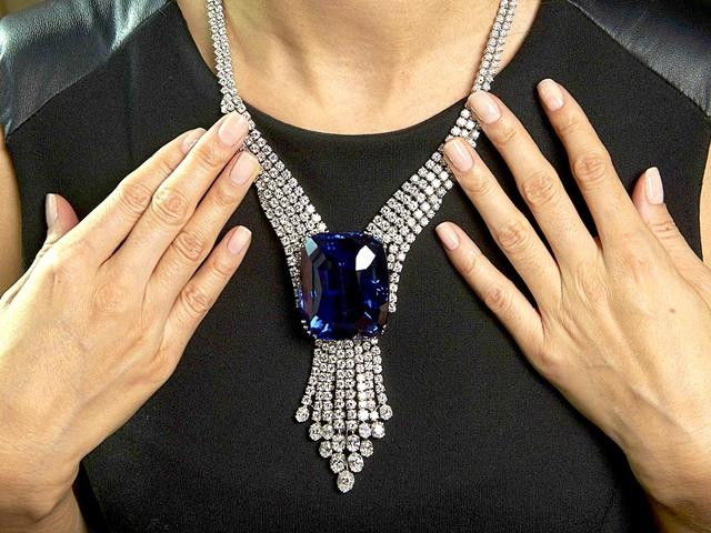 A-Sotheby-s-staff-member-wears-The-Blue-Belle-of-Asia-Reuters
