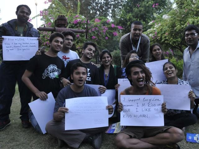 Participants-of-Kiss-of-love-campaign-pose-with-placards-at-Chinar-Park-in-Bhopal-Mujeeb-Faruqui-HT-photo