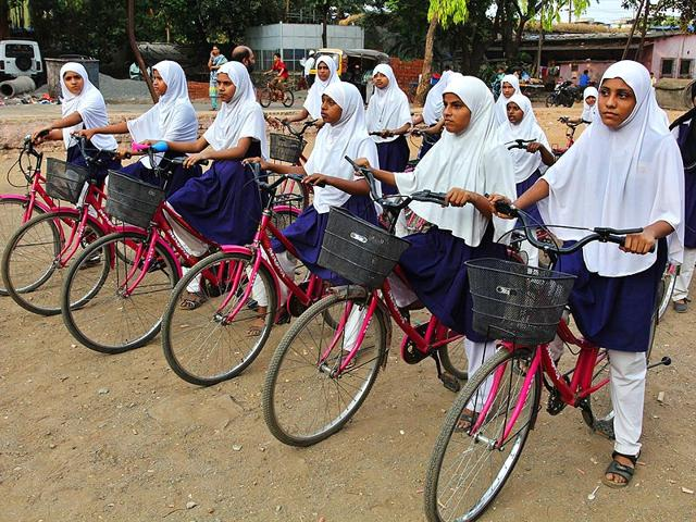TMC-urdu-school-girls-practise-cycling-in-Mumbra-Praful-Gangurde-HT-photo