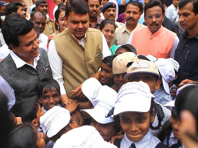 Maharashtra-CM-Devendra-Fadnavis-interacts-with-schoolchildren-of-on-Childrens-day-at-Vile-Parle-in-Mumbai-Satish-Bate-HT-photo