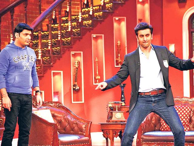 Ranbir-Kapoor-dances-on-the-sets-of-a-TV-show-Photo-Viral-Bhayani