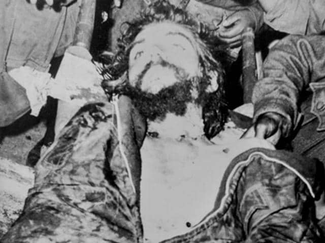 A-reproduction-taken-on-November-7-2014-shows-a-picture-of-the-corpse-of-Argentine-Marxist-revolutionary-physician-author-guerrilla-leader-Ernesto-Che-Guevara-displayed-in-the-Bolivian-town-of-Vallegrande-and-taken-on-October-10-1967-by-former-AFP-journalist-Marc-Hutten-AFP-Photo