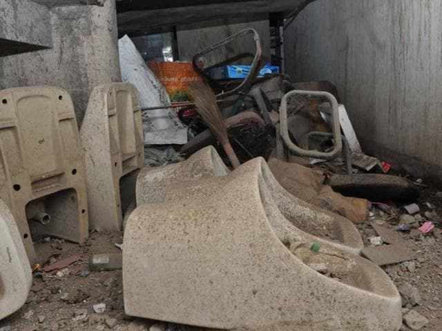 Waste-material-dumped-in-MC-building-in-Sector-17