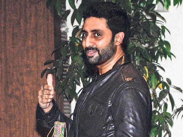 Abhishek-Bachchan-gives-a-thumbs-up-for-the-cameras-at-Sonali-Bendre-s-wedding-anniversary-bash-Photos-Prodip-Guha